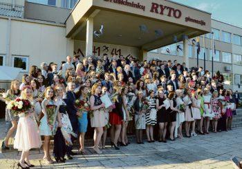"""Su """"Ryto"""" gimnazija atsisveikino 41-oji abiturientų laida"""
