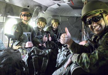 Karių savanorių pratyboms pasitelktos  Lietuvos kariuomenės Karinės oro pajėgos