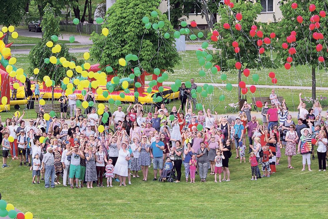 Viečiūnų bendruomenės šeimų šventėje – šimtas sveikinimų Lietuvai