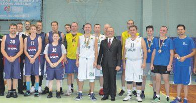 Krepšinio turnyre rungėsi užsienio šalių ambasadų atstovai