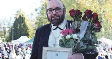 Vietos savivaldos diena Druskininkuose: smagi šventė vietos bendruomenei, Garbės piliečio regalijų įteikimas M. Suraučiui ir parama vaikų dienos centrų veiklai